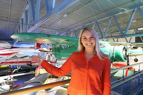 Tina Andersen ved Norsk Luftfartsmuseum er godt fornøyd med å ha fått på plass en ny, digital utstilling. Foto: Privat