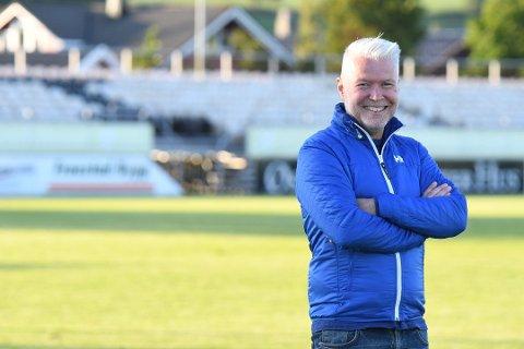 Daglig leder i RIL Fotball, Edd Meby, er fornøyd med å kunne arrangere fotballskolen i Randaberghallen.
