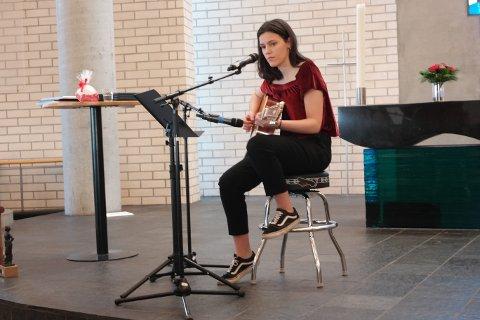 Rebekka Elida Aase Bø fra Randaberg er nominert til Drømmestipendet. Her er hun under ordførerens nyttårsmottakelse i 2017.