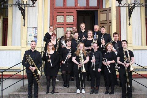 17 messingstudenter fra Universitetet i Stavanger byr fredag kveld på en annerledes klassisk konsert i klosterkirken på Utstein.