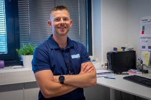 Fornøyd: Vegard Eltervåg er fornøyd med å være fysioterapeut på klinikken han selv har fått mye hjelp.