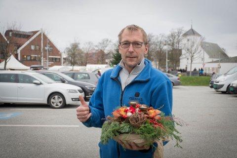 Andre juleblomst: Einar Jørgensen er enhetsleder i Mastra Sjøspeidergruppe, og en ekte ildsjel. I helgen mottok han Bygdebladets andre juleblomst.