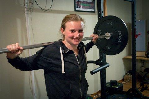 Hjemmetrening: Tove Høie har tatt begrepet hjemmetrening til et nytt nivå, med eget treningsrom i huset på Rennesøy.