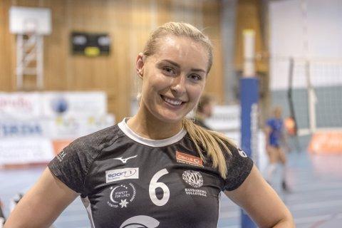 BALANSE: Mellom kampene i volleyball og jobben som sykepleier er det en skjør balanse Karoline Nore går gjennom.