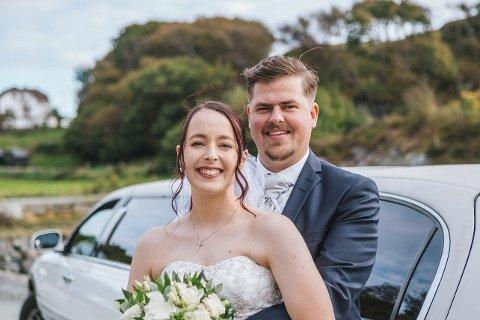 Nygift: Mailinn fikk en hyggelig overraskelse av Kjetil da de kom ut av kirken.