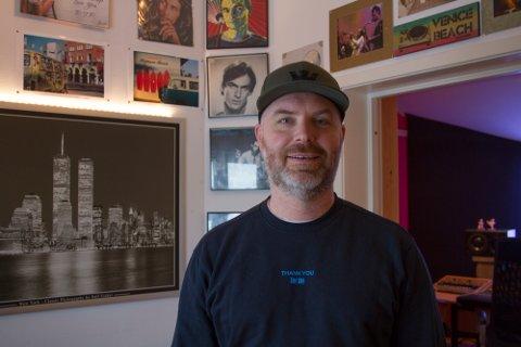 Trives: Kjell trives godt i kombinasjonen mellom musikk og ungdomsarbeid.