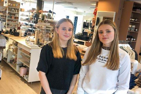 Bidrar: Tiril Løland og Hanne Flatebø har hjulpet butikkeierne med helgevakter i rundt tre måneder.