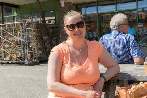 NORGESFERIE: Hege Katrin Hjelm (31) tenker å bli i Norge i sommar. Det er ho ikkje aleine om.