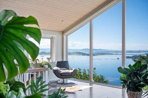 Hyttehuset har en utsikt til Åmøy og fastlandsstavanger.