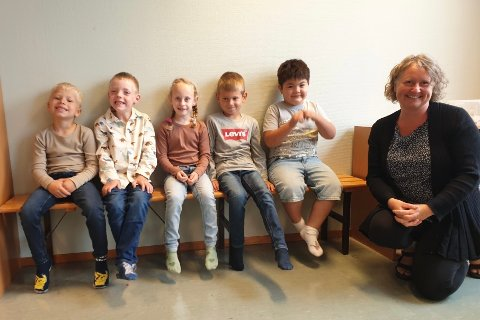 NYTT KULL: Fra venstre — Adrian Nordbø, Ulrik Solgård, Agatha Eltervaag, Niclas Emil Stenheim og Matheo Gittichon Nordbø.