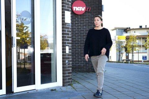 ÅPEN DØR: Nav-leder Hilde Lysgård Knutsen i Modum forteller at det ofte er krevende språkutfordringer med mange av utlendingene.