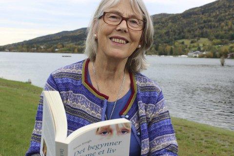Skrevet i modum: Jorun Krogh gikk for ni år siden av med AFP. Hun og mannen, Eigil Prydz, tok da over gården Melaaen på Øst-Modum. Der har debutromanen har blitt til.
