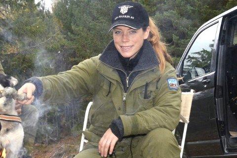 Elgjakt:  Katrine Stenshorne Berg fra Vestfossen har til tross for mindre elg, så langt i jakta klart å felle to elger. - Jeg har med det skutt min 15. og 16. elg, så for meg har jakta vært velykket, sier hun. Arkivfoto