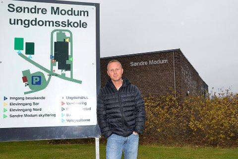 Ikke bekymret: Rektor ved Søndre Modum ungdomsskole, Pål Skretteberg, skulle gjerne sett at karakterene var høyere ved skolen. Men poengterer at karakterene avspeiler nivået på elevene.