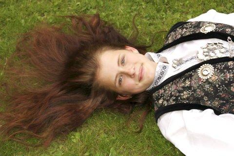 Elsket håret: Eirin Skaalen under konfirmasjonen i mai i år. Håret var hennes store glede.Foto: privat