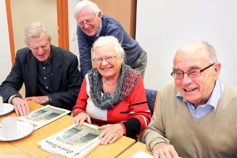 STOLTE: Vi blir bare stoltere og stoltere av «Gamle Modum», sier redaksjonen, med Asbjørn Lind (f.v), Jon Mamen, Aase Hanna Fure og Erling Diesen.