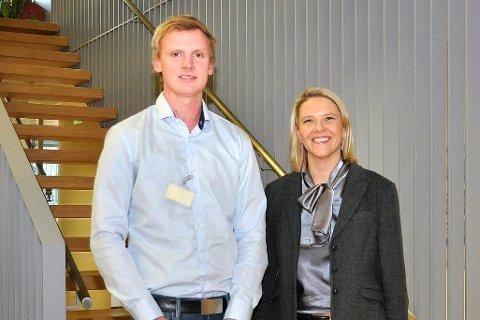 FIKK STIPEND: Tor Gunnar Bjøre fikk Skoglaugets stipend på 50.000 kroner. Landbruks- og matminister Sylvi Listhaug sto for utdelingen.