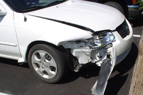 Det er 30 prosent flere bilskader i desember enn ellers i året.