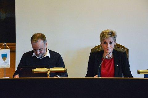 Jens Sveaass, rådmann,Tine Norman, ordfører, Sigdal kommune