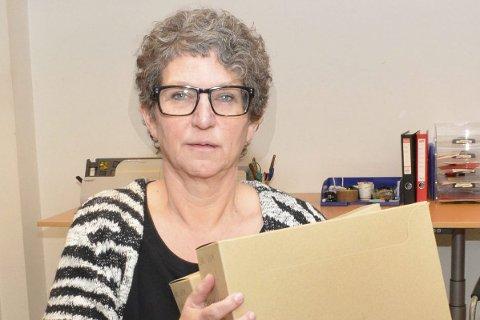 Leter: Arkivleder Trine Bryn Jensen leter videre i helgen.