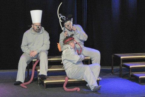 Premièreklare: Ola Fredriksen, Aud Stormoen og Kristin Bråthen er tre av aktørene i Skotselvrevyen som har premiere i Skotselv kulturhus kommende torsdag.