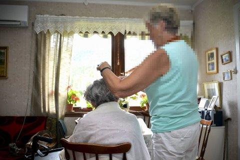 Hårtrøbbel i Øvre Eiker: Hjemmetjenesten i Øvre Eiker får ikke lov å rulle opp håret til gamle damer etter at det er vasket.
