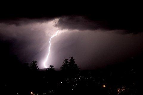 UVÆR I VENTE: Meteorologene melder om styrtregn og lokalt store nedbørsmengder fredag.
