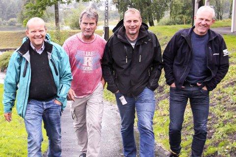KLARE: Hans Herman Herø (f.v.), Stein Strand, Simen Andreassen og Knut Håkon Berglia er, sammen med resten av arrangementskomiteen, klare for å lage tidenes 59 grader Nord Hokksund By og Laksefestival.