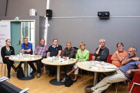 TRANGE KÅR: Verken Silje Marie Breivik (MDG), Jon Hovland (H), Vidar Løvf (FrP), Erik Hørluck Berg (V), Gotfred Rygh (SV), Ingunn Dalaker Øderud (Sp), Ståle Versland (Ap) Ole Martin Kristiansen (Bygdelista) eller Lars Sørumshagen (KrF) kan love noe løft for skole og barnehager i Modum de neste fire år.