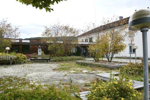 SOLGT: Det tidligere vanførehjemmet, Sevalstunet, på Geithus har omsider fått nye eiere. De siste årene har det vært brukt av Modum Industrier.