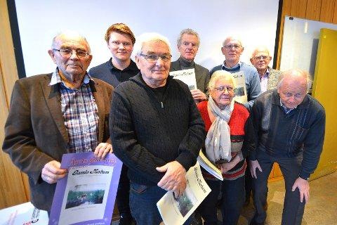 GAMLE MODUM-GJENGEN: Bak fra venstre: Ola Bråthen Uhlen (18), Asbjørn Lind (73), Jon Mamen (71) og Christoffer Bye (76). Foran fra venstre: Erling Diesen (84), Arnt Berget (75), Aase Hanna Fure (80) og Wermund Skyllingstad (72).