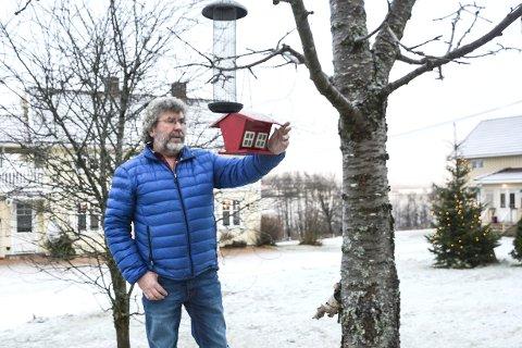 Pensjonist: Johan Woldmo har vært forsikringsmann i 33 år. Nå får han bedre tid til å pusle på gården, mate fugler, fikse tak og male hus. Når han ikke sitter på torget i en italiensk landsby med litt godt i glasset og sjømat på tallerkenen, da.