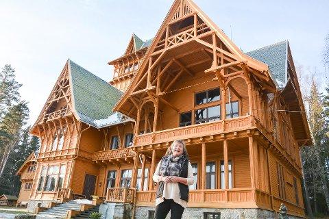 TRYGG HER: Lise Wiker har ingenting imot å ha huset helt for seg selv.