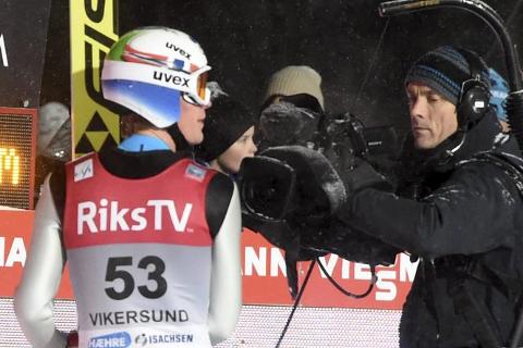 REKORD: Daniel-André Tande forbedret persen med fire og en halv meter, da han hoppet 221,5 meter i andreomgangen i Vikersund.