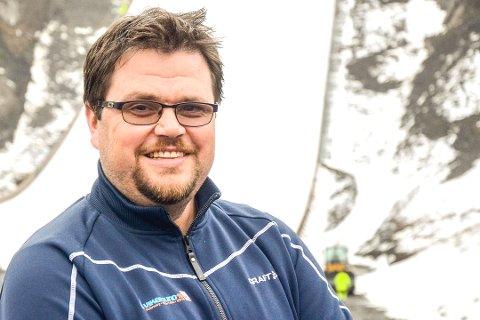 SPENT: Stig Hamstad håper de unngår rødte tall.