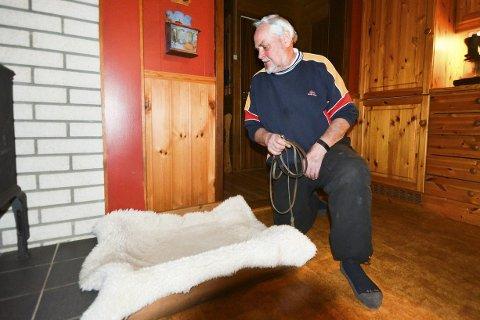 TOMT: – Det blir ikke mer bruk for denne hundesenga. Costa blir den siste for oss, sier Alf Mikkelsen i Åmot.