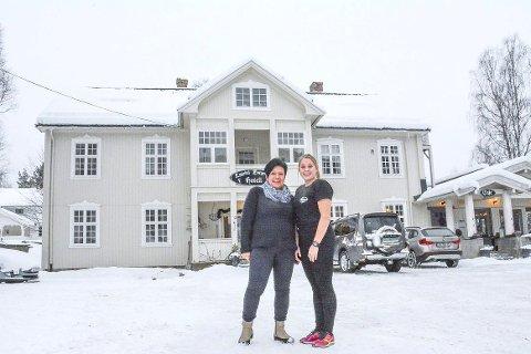 800 overnatinnger: Heidi Finsrud (t.v.) og Mari Frøvoll på Borgerstua i Eggedal hadde hatt langt roligere dager i januar og februar uten Hebbe's racing.