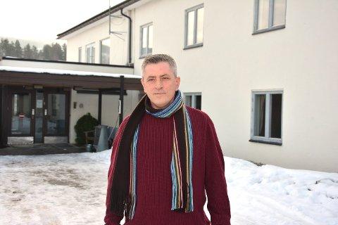 ÅPENHET: – Vi skal være et synlig, positivt, åpent og ærlig mottak, sier mottaksleder Zekë Muriqi ved asylmottaket på Sevalstunet i Geithus.
