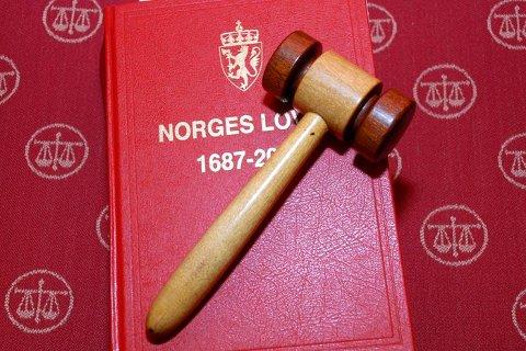TINGRETTEN: En  kvinne i begynnelsen av 30-årene, må etter en dom i Kongsberg og Eiker tingrett, sone en fengselsstraff på to år og fire måneder, for narkotika kriminalitet og ulovlig våpenbesittelse.