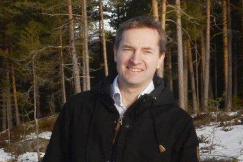 Møte: Kim Johannessen Lande frykter nedleggelse av stasjoner.