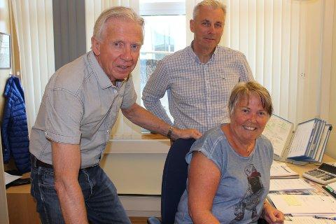 SOLID BEDRIFT: Styreleder Ole Brunes (f.v.), nyansatt daglig leder Rolf Krona og rådgiver Mette Wigdel. Hun har vært der i 23 år.