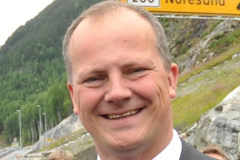 Åpning av ny riksvei 7 mellom Sokna - Ørgenvika med blant annet ordfører Olav Skinnes fra Krødsherad og samferdselsminister Ketil Solvik-Olsen