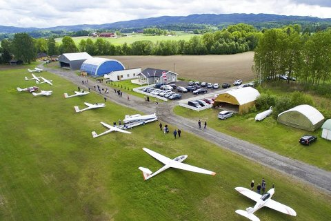 Flyplass: Konsesjonen for flyplassen i Hokksund går i desember og Drammen flyklubb søker nå driftskonsesjon for 10 nye år. –På grunn av økt aktivitet søker vi om endrede åpningsstider og muligheten til flere flyvninger enn i dag, sier Stig Harald Hovind, leder Drammen Flyklubb