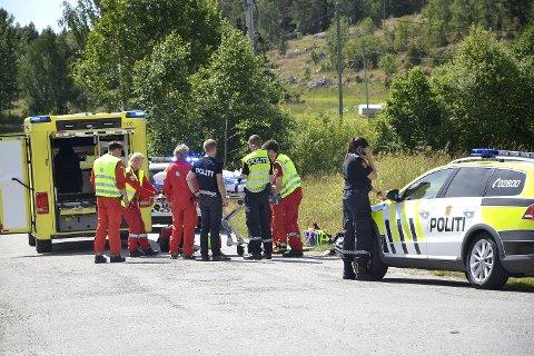 TIL SYKEHUS: Jenta med ambulanse til Drammen sykehus.