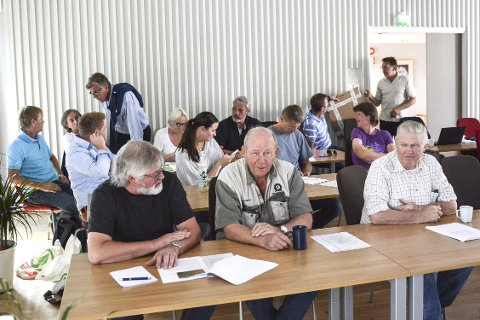 Mannsterke: Grunneiere og andre interessenter fra fjellet hadde tatt turen for å lytte til diskusjonen i formannskapet. På første rad sitter Øystein Landsgård, Helje Medalen og Arne Holtet.
