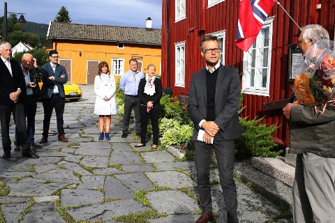 SAMARBEID: BM- og PM-direktør Jan-Roger Vrabel og Bjørn Grønli, leder for Düvelgårdens Venner, under åpningen.
