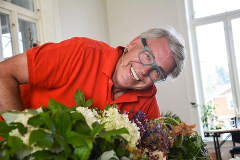 SKJEMT OG DYPT ALVOR: Finn Schjøll var en av foredragsholderne på begeistringsseminar ved Kildehuset på Modum Bad. - Avvis aldri en hjelper, var et av rådene han ga til forsamlingen.