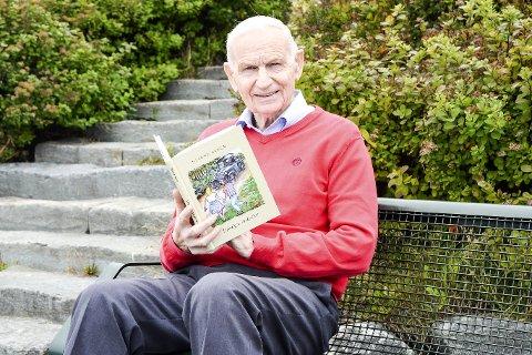 Skrivekløe: Bjarne Steen (84) bruker pensjonisttilværelsen til å skrive bøker. Nå er han klar med sin 8. bok.