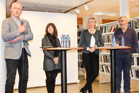 SNAKKET: Ordfører Ståle Versland (f.v.) her sammen med kollegaene Ann Sire Fjerdingstad i Øvre Eiker, Anne Kristine (Tine) Norman i Sigdal og Gustav Kalager i Krødsherad i en debatt om kommunestruktur i februar i år.
