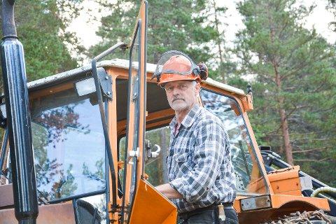 VENTER: Guttorm Tovsrud venter fortsatt på å få full råderett over skogen han skulle få som oppgjør for å verne 800 mål i Juvsåsen frivillig. Avtalen med Miljødirektoratet ble inngått i fjor høst.